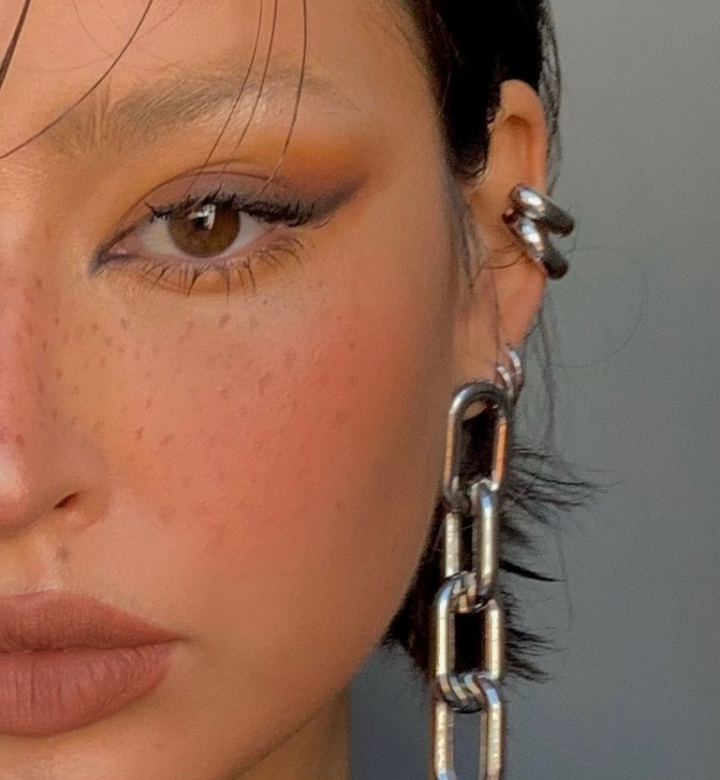THE BLEACH-FREE WAY TO ROCK THE LATEST TREND INBEAUTY